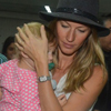 gisele and vivian arrive in sao paulo for spfw april 1 2014 (4)